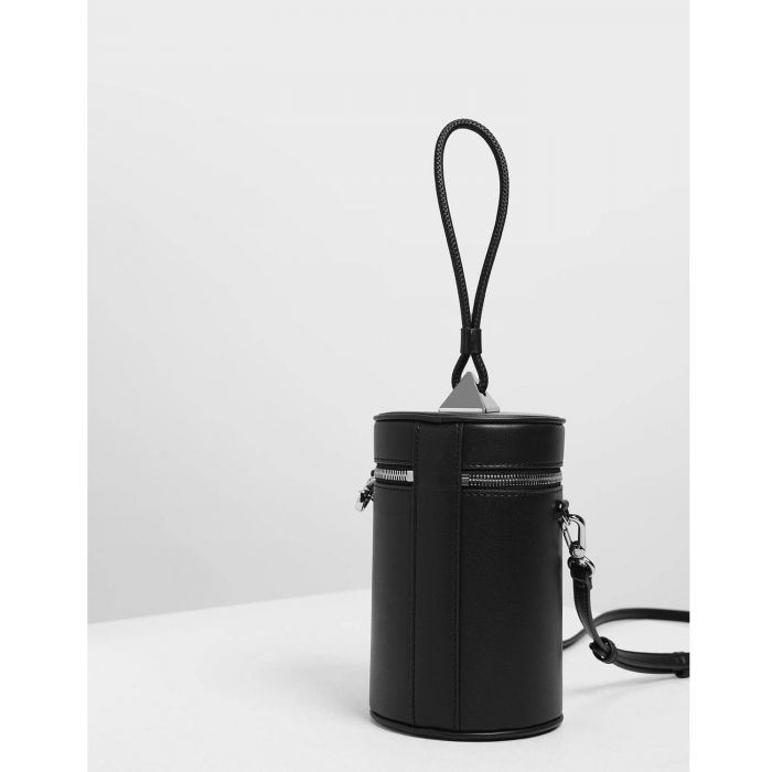 Charles & Keith Handle Cylinder Màu Đen CK2-50270211