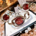 Gucci Horsebit Mặt Tròn Màu Đỏ Dây Kim Loại Màu Bạc YA139502