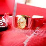Salvatore Ferragamo Varina Diamond Pave Mặt Bầu Dục Màu Vàng Dây Da Màu Đỏ FIE070015