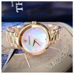 Versace Mystique Mặt Tròn Khảm Trai Dây Kim Loại Màu Vàng VQR120017