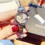 Gucci Ssima Mặt Bầu Dục Dây Kim Loại Màu Bạc YA134502