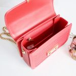 Charles & Keith Textured Boxy Chain Màu Đỏ Dây Xích Màu Vàng CK2-80700972-3