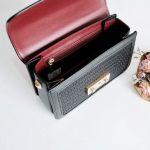 Charles & Keith Textured Boxy Chain Màu Đen Dây Xích Màu Vàng CK2-80700972-3