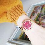 Versus by Versace Mặt Tròn Màu Đỏ Dây Mesh Kim Loại Màu Vàng Lịch Ngày VSPLK2119