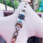 Gucci G Link Mặt Chữ Nhật Màu Đen Dây Kim Loại Màu Bạc YA110526