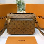 Louis Vuitton Pochette Metis Monogram Reverse M44876